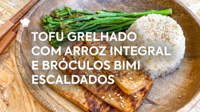 Tofu Grelhado com Arroz Integral e Brócolos Bimi Escaldados